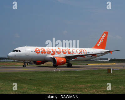 G-EZTG easyJet Airbus A320-214 - cn 3946 2 - Stock Photo