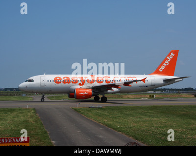 G-EZTG easyJet Airbus A320-214 - cn 3946 3 - Stock Photo