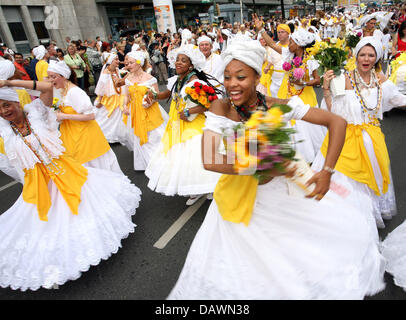 Brazilian women dance at the Carnival of Cultures in Berlin, Germany, 27 May 2007. More than 90 groups from 70 countries - Stock Photo