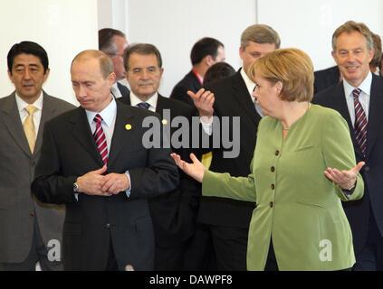 (L-R) Japanese Prime Minister Shinzo Abe, Russian President Vladimir Putin, Italian Prime Minister Romano Prodi, - Stock Photo