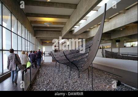 Visitors take a look at Viking ships from the 11th century, discoverd in the Roskilde fjord in 1962, in the ship - Stock Photo