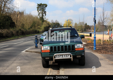 A Jeep parked on double yellow lines and on the pavement by the mere at Ellesmere, Shopshire - Stock Photo