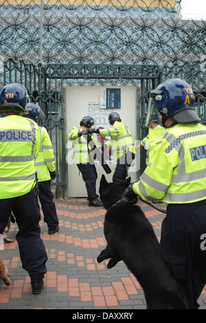 Birmingham, UK. 20th July, 2013. Police dogs and battering teams protect the area from EDL violence. Credit:  Peter - Stock Photo