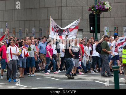 Birmingham, UK. 20th July 2013. Members of the EDL march into Centenary Square Birmingham. Credit:  Chris Gibson/Alamy - Stock Photo