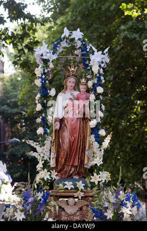 London, UK. 21st July, 2013. The statue of Madonna del Carmine during the Processione Credit:  Piero Cruciatti/Alamy - Stock Photo