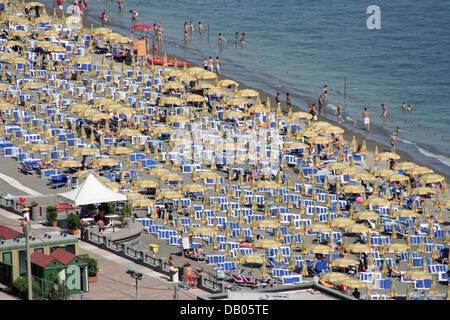 The picture shows the Amalfi Coast beach of Vietri sul mare, Italy, 18 June 2007. Photo: Lars Halbauer - Stock Photo