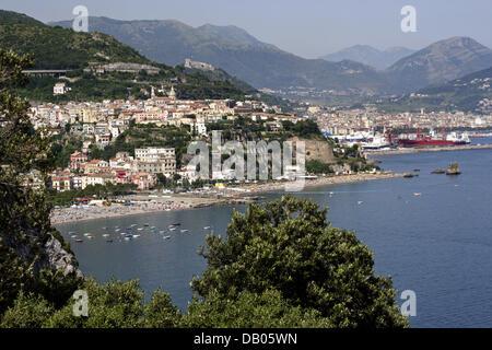 View on Amalfi Coast town Vietri sul mare, Italy, 18 June 2007. Photo: Lars Halbauer - Stock Photo
