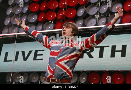 Tom Meighan of 'Kasabian' performs at the Live Earth concert at Wembley Park Stadium in London, UK, 07 July 2007. - Stock Photo