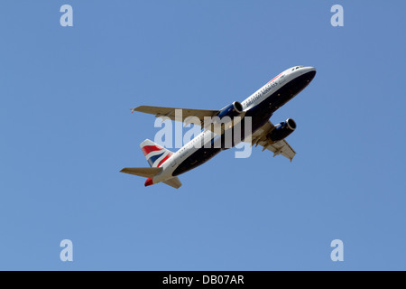 G-EUYG British Airways Airbus A320-232 takes off from CPH Kastrup Airport, Copenhagen, Denmark, one sunny summer - Stock Photo