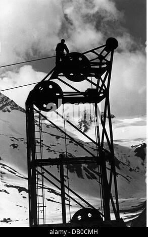 energy, water, Kaprun power station construction site, worker maintaining cable crane at the Moserboden, Austria, - Stock Photo