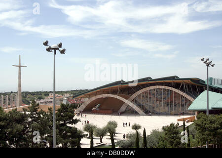 The picture shows the new basilica Chiesa Padre Pio with its impressing roof in San Giovanni Rotondo, Italy, 12 - Stock Photo