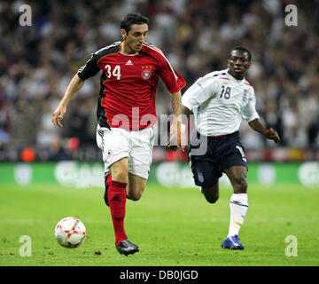 (dpa file) - Germany's Roberto Hilbert (L) and England's Shaun Wright-Phillips vie for the ball during the international - Stock Photo