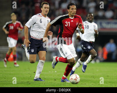 (dpa file) - Germany's Kevin Kuranyi (C) vies for the ball with England's John Terry (R) and Shaun Wright-Phillips - Stock Photo