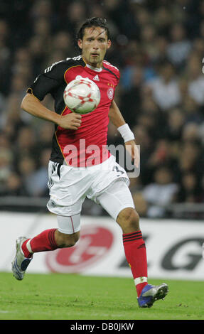 (dpa file) - Germany's Kevin Kuranyi controls the ball during the international match England vs Germany at Wembley - Stock Photo