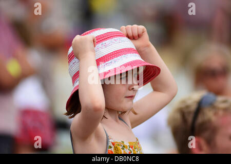 Alcester, Warwickshire. 21st July, 2013. A young spectator watching an event in the ring at at the CLA Game Fair, - Stock Photo