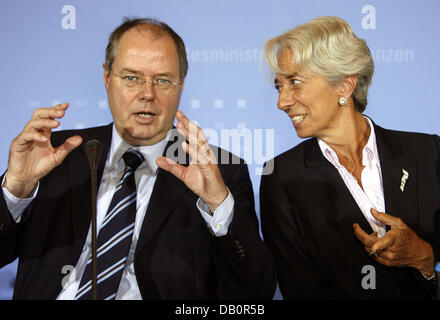 German Minister of Finance Peer Steinbrueck (L) and his French counterpart Christine Lagarde hold a press conference - Stock Photo