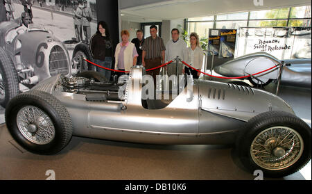 Visitors eye a Silver Arrow dating 1939 at the August Horch museum of Zwickau, Germany, 16 October 2007. The legendary - Stock Photo