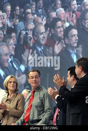 Re-elected chairman of the Social Democrats (SPD) Kurt Beck (R), SPD secretary general Hubertus Heil (2-R), and - Stock Photo