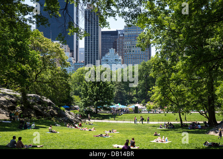 Midtown Manhattan Skyline Overlooks Central Park and Victorian Stock ...