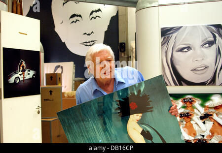 Photographer, documentary filmer and art collector Gunter Sachs poses in front of some his paintings at his studio - Stock Photo