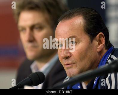 The head coach of Bundesliga club Hamburger SV, Huub Stevens (R), and the club's sports director, Dietmar Beiersdorfer - Stock Photo