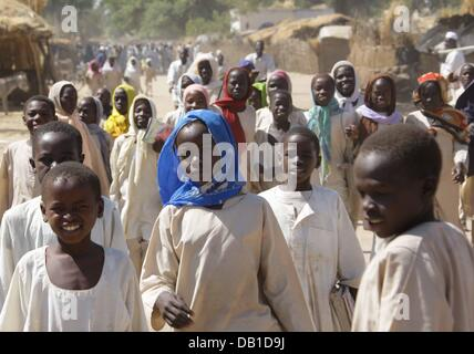 Sudanese children are pictured in West Dafur city Bindisi, Sudan, 10 December 2007. About 17,000 internally displaced - Stock Photo