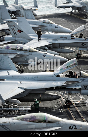 US sailors prepare aircraft for operations on the flight deck of the aircraft carrier USS Nimitz July 20, 2013 in - Stock Photo