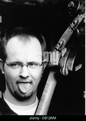 Ilg, Dieter, * 30.9.1961, German musician (jazz), double bass player, portrait, Mannheim, 2001, - Stock Photo