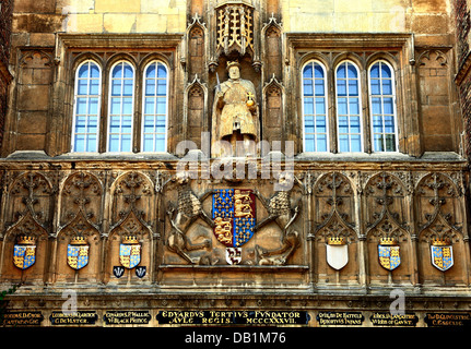 Cambridge, Trinity College gateway, heraldry and statue of King Henry 8th with chair leg, University, England UK - Stock Photo