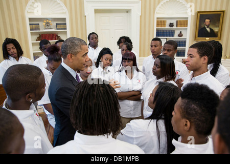 US President Barack Obama talks with students from William R. Harper High School in Chicago during a visit to the - Stock Photo