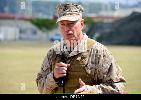 Lt. Gen. Kenneth J. Glueck Jr. addresses the audience following the III Marine Expeditionary Force change of command - Stock Photo