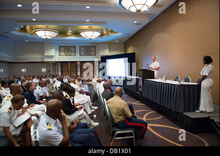 Chief of Naval Operations (CNO) Adm. Jonathan Greenert delivers remarks at the 2013 National Naval Officers Association - Stock Photo