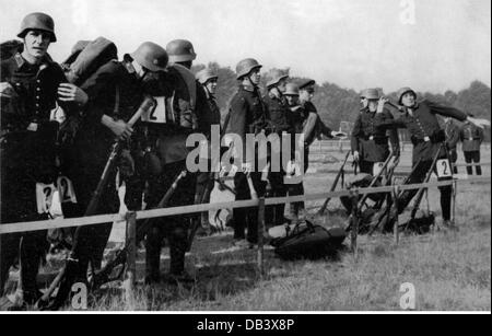 National Socialism, organisations, police, German police championship, throwing hand grenades during the ruck march, - Stock Photo