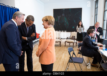 President Barack Obama talks with Chancellor Angela Merkel and Berlin Mayor Klaus Wowereit before delivering remarks - Stock Photo