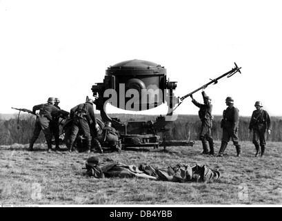 Nazism / National Socialism, military, Wehrmacht, Luftwaffe 1933 - 1945, air defence, drill, soldiers of an anti - Stock Photo
