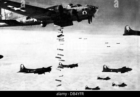 events, Second World War/WWII, aerial warfare, US bombers Boeing B-17 'Flying Fortress' of the 8th USAAF dropping - Stock Photo