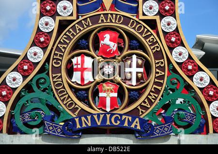 London, England, UK. Blackfriars railway bridge. London, Chatham and Dover Railway logo - Invicta - Stock Photo
