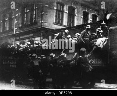 Beer Hall Putsch 1923, putschists climbing lorry, Munich, Germany, 9.11.1923, 1920s, 20s, 20th century, historic, - Stock Photo