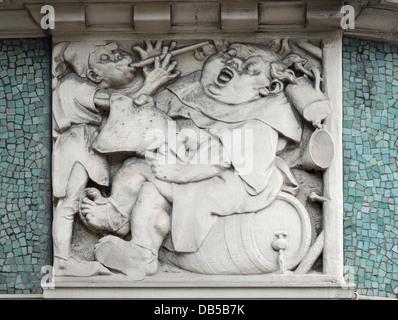 London, England, UK. The Black Friar pub / bar by Blackfriars Station. Facade detail - Stock Photo