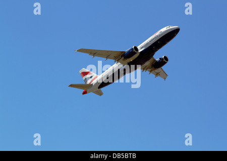 G-EUYG British Airways Airbus A320-232 takes off from CPH Kastrup Airport, Copenhagen, Denmark, one summer afternoon. - Stock Photo