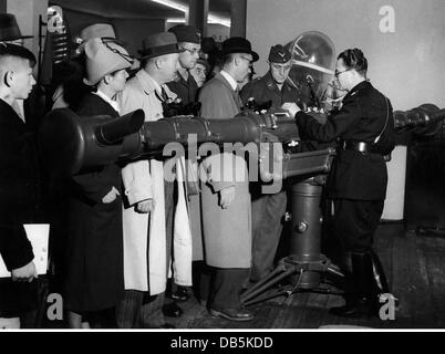 military, Italy, Italian 4 m telemeter at the Leipzig Autumn Fair 1940, Additional-Rights-Clearences-NA - Stock Photo