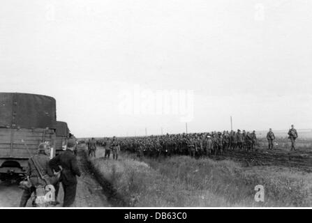 Second World War / WWII, Soviet Union, summer 1941, a convoy of a Reichsarbeitsdienst (Reich Labor Service) unit, - Stock Photo