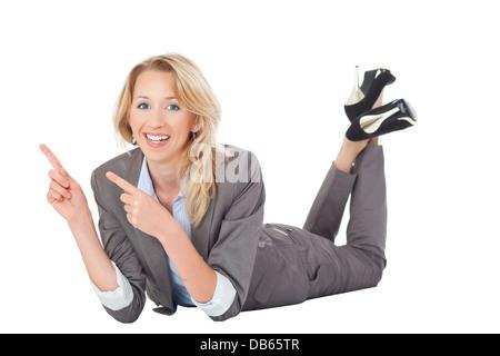 frau liegt auf dem Boden - Stock Photo