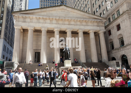 George Washington statue in front of the New York Stock Exchange - Stock Photo
