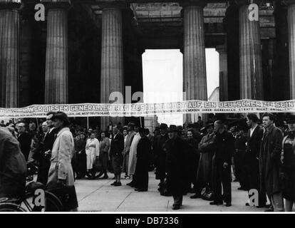 politics, Germany, demonstrations, protest against the industrial relations law, Berlin, 1952, Additional-Rights - Stock Photo