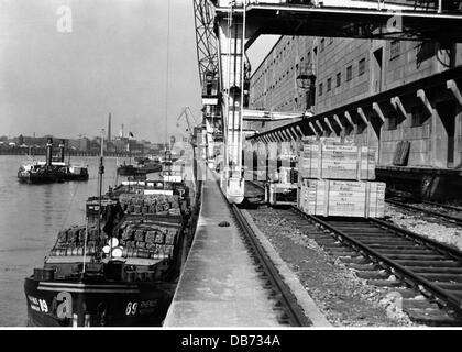 geography / travel, Germany, Mannheim, harbour, cargo ship at Pegel Mannheim Rhine, view towards BASF in Ludwigshafen, - Stock Photo