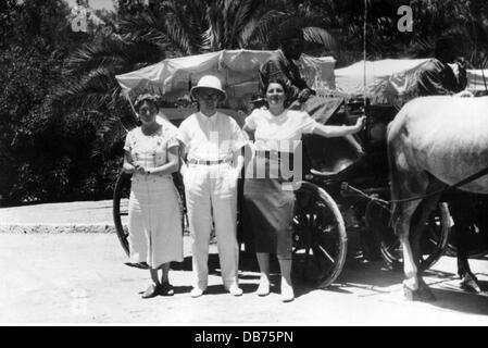 tourism, German tourists posing for souvenir photo in front of coach, full length, Marrakech, June 1937, Additional - Stock Photo