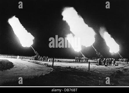 Second World War / WWII, aerial warfare, antiaircraft, German antiaircraft battery armed with 88 mm guns at night, - Stock Photo