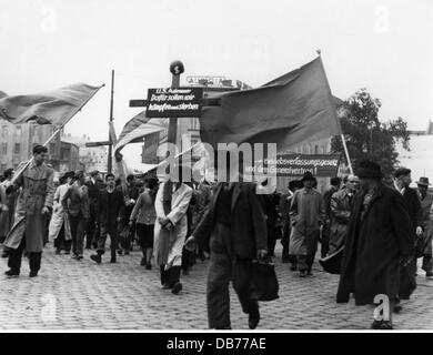 politics, demonstrations, Germany, protest against rearmament and the industrial relations law, Munich, 26.5.1952, - Stock Photo