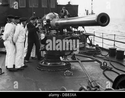 Nazism / National Socialism, military, navy, training at gun of a minesweeper, 1939, Additional-Rights-Clearences - Stock Photo